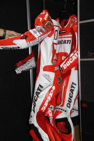 racing suit DOvizioso kena ban rossi