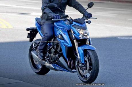 081114-2015-suzuki-gsx-s1000-spy-photos-08