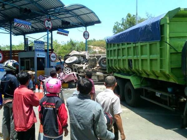 Honda Jazz Ringsek di Suramadu karena Tabrakan Karambol 3