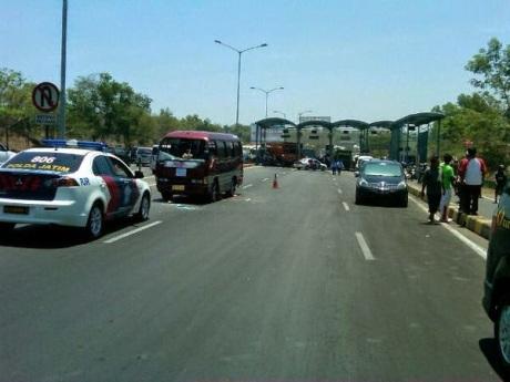 Honda Jazz Ringsek di Suramadu karena Tabrakan Karambol 5