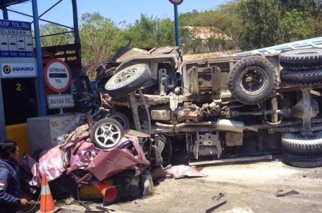 Honda Jazz Ringsek di Suramadu karena Tabrakan Karambol 8
