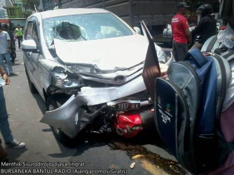 Kecelakaan Beruntun di pasar kuncen yogyakarta 2