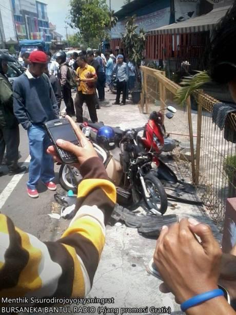 Kecelakaan Beruntun di pasar kuncen yogyakarta 3