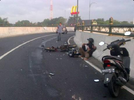 kecelakaan motor di flyover jombor jogja atas jembatan