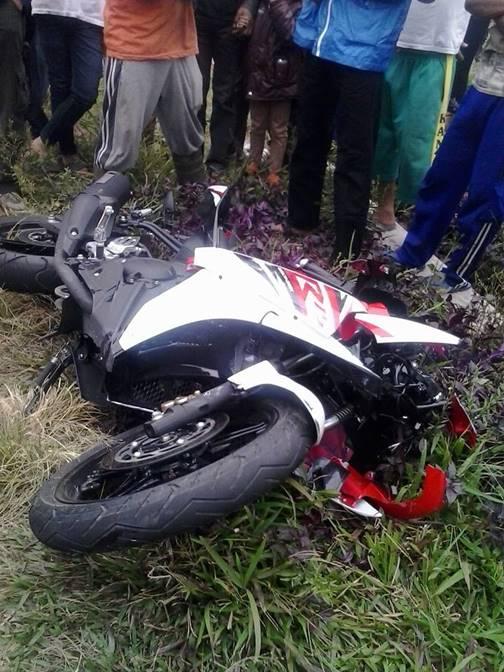 Kecelakaan Yamaha R15 VS Honda Beat Magetan 4