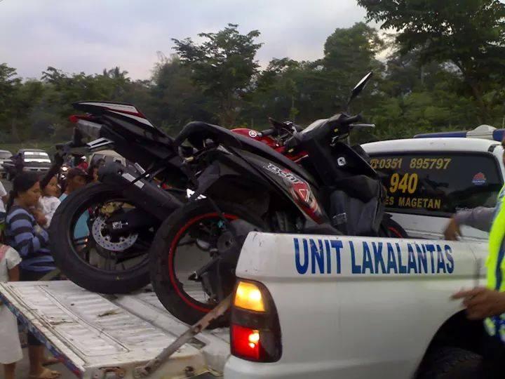 Kecelakaan Yamaha R15 VS Honda Beat Magetan 6