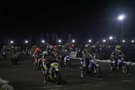 Kualifikasi Seri ke-7 Yamaha Cup Race balapan malam di sirkuit area Trans Studio Makassar (3)