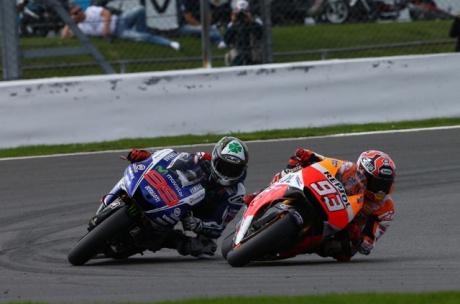 Marc-Marquez-vs-Jorge-Lorenzo-MotoGP-Silverstone-2014