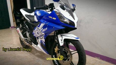 Modifikasi Yamaha R15 main cutting sticker 2