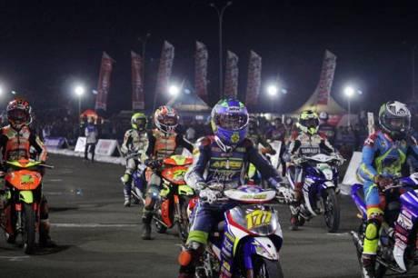 Race malam Seri ke-7 Yamaha Cup Race di sirkuit area Trans Studio Makassar