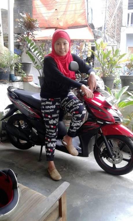 Ria Mulyaningsih dengan Mio GT yang membawanya jadi Milyarder Yamaha 40 Tahun Yamaha Indonesia