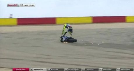 rossi crashh on aragon 2014