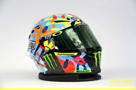 Rossi new AGV Helmet on misano 2014 2