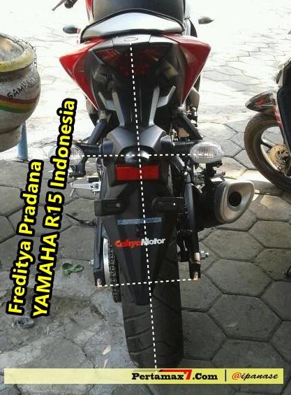 spakbor yamaha R25 miring