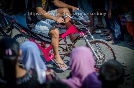 Suzuki Satria F pakai ban cacing dikasih pedal sepeda