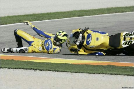 Valentino Rossi Crash on Aragon 2014 3
