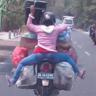 bonceng motor posisi maksa berbahaya