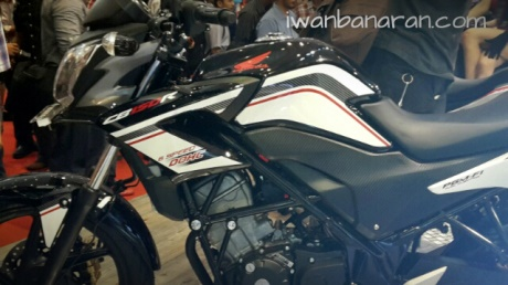 Honda Cb150R striping baru Facelift 2015 1