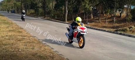 Honda Cb150R VS Honda CBR150R lokal 0