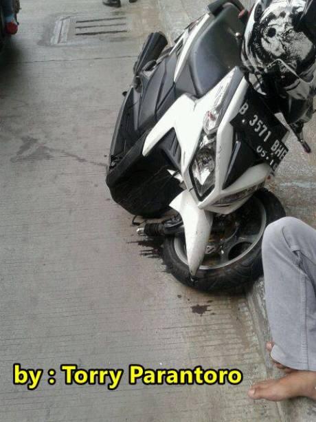 honda vario techno 110  patah setelah ditabrak motor