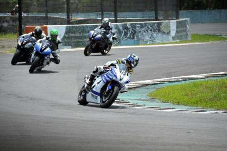 Komunitas R-Series Yamaha dalam praktek Track Day di Sentul International Circuit (3)