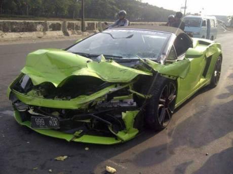 Lamborghini milik Pengacara Kondang Hotman Paris Ringsek di Tol 2