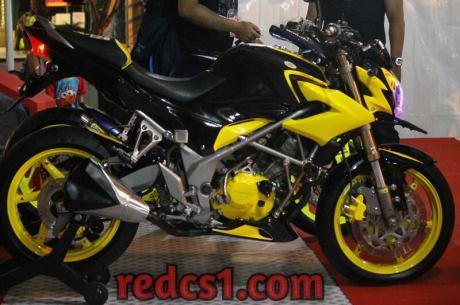 modifikasi HOnda CB150R kuning Bumblebee