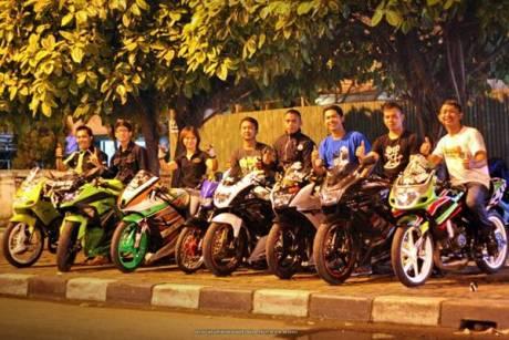 Aksi Oknum Klub Motor Ninja Tanpa Spion Tonjok Pengendara Matic