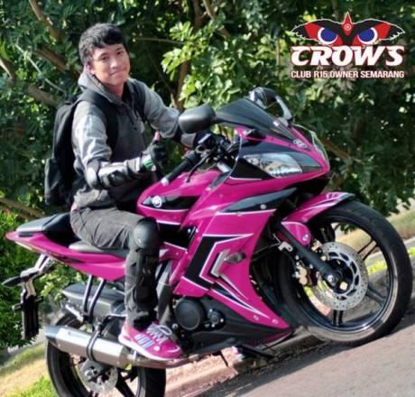 Yamaha YZf-R15 Pink