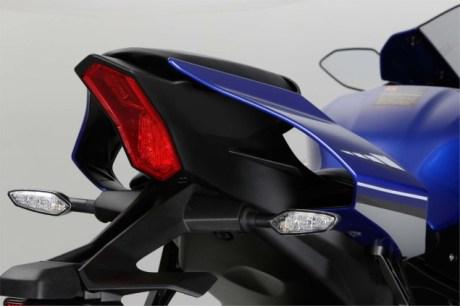 2015-Yamaha-YZF-R1-53