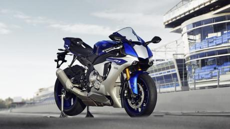 2015-Yamaha-YZF-R1-EU-Race-Blu-Static-002