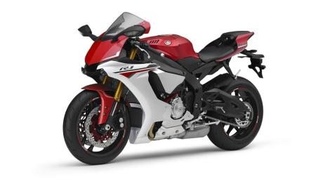 2015-Yamaha-YZF-R1-EU-Racing-Red-Studio-007