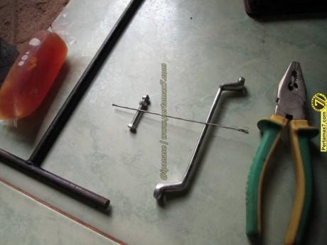 Atasi Tuas Perseneling honda Megapro Oblak dengan kabel kopling vespa 3