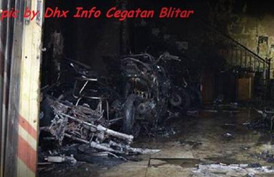 Dealer Putra Aries Motor Blitar Terbakar 34 motor hangus 3
