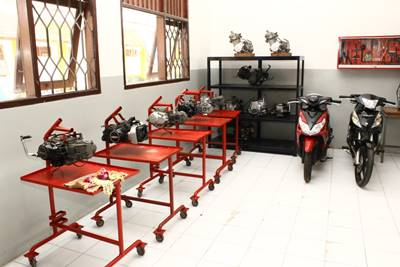 Donasi mesin dan unit SMK