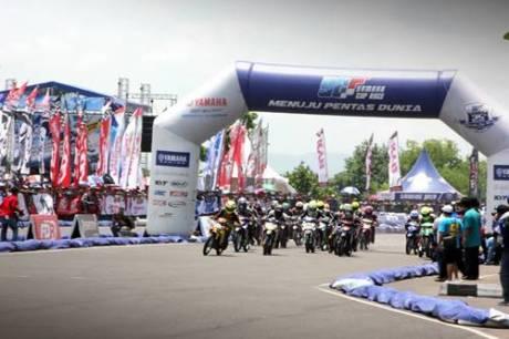 Final Yamaha Cup Race 2014 di sirkuit area Stadion Maguwoharjo Yogyakarta