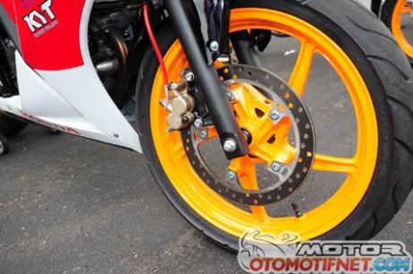 Honda-CBR150R-Race1