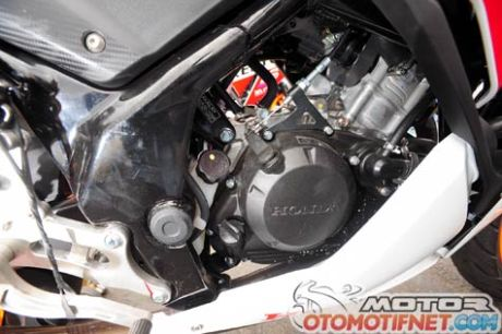 Honda-CBR150R-Race2