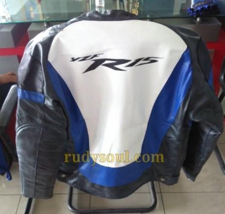 jaket hadiah langsung pembelian yamaha R15 bulan november 2014