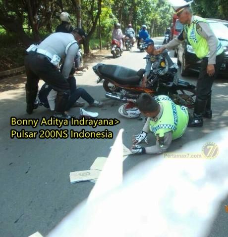 kabur dari razia lalu lintas malah tabrak polisi