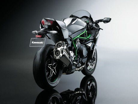 Kawasaki Ninja H2 Street Legal 200HP Revelead on EICMa 2014 3