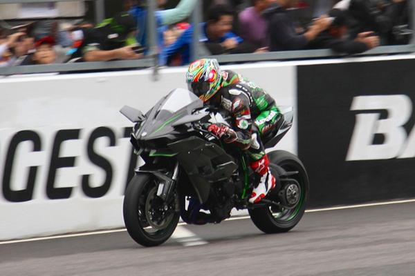 Kawasaki Ninja H2R Run in Suzuka circuit Japan 2