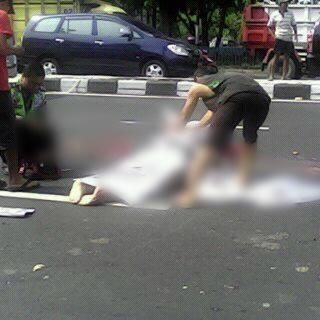 Kecelakaan lalu lintas di Prambanan klaten 1 meninggal dunia sepeda motor dilindas truk 2