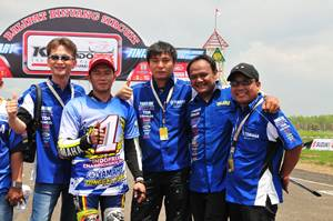 Management PT Yamaha Indonesia Motor Manufacturing dan Fitriansyah Kete double winner Indoprix 2014