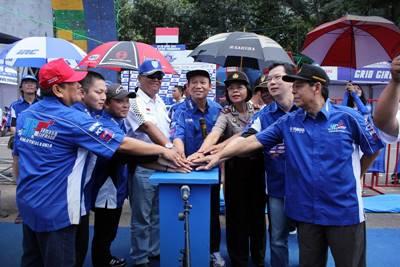 Manajemen Yamaha Indonesia, Bupati Banyumas Ir Haji Ahmad Husein, sponsor, IMI Kabupaten Banyumas daloam opening 25 Tahun YCR di Purwokerto