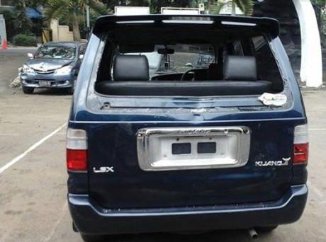 mobil kijang dirusak suporter persib bandung