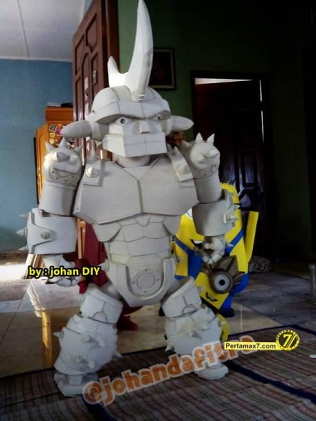 Model Kostum Ironman Made in Jogja naik Motor 6