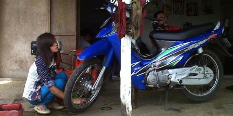 Nanik Cewek Cantik Penambal ban di Malang sudah menikah 5