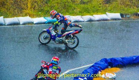 Yamaha Cup Race 2014 diguyur Hujan banyak kecelakaan_-3
