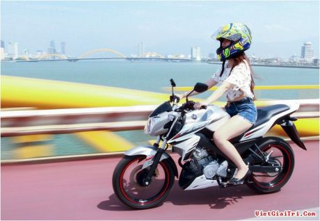 Yamaha New FZ150i with Vietnam Girls 1